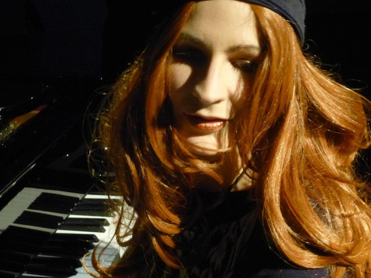 Sängerin C.O.Rona